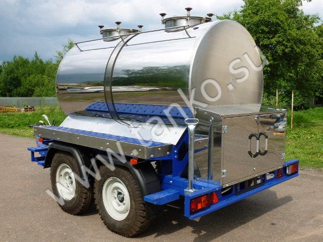 Автоприцеп с емкостью 2500 литров два люка